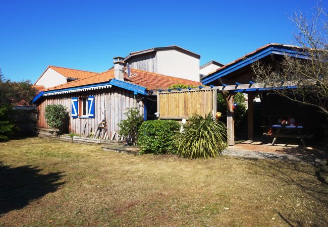Ferienhaus in Biscarrosse - 080 - 166 RUE DES ARBOUSES